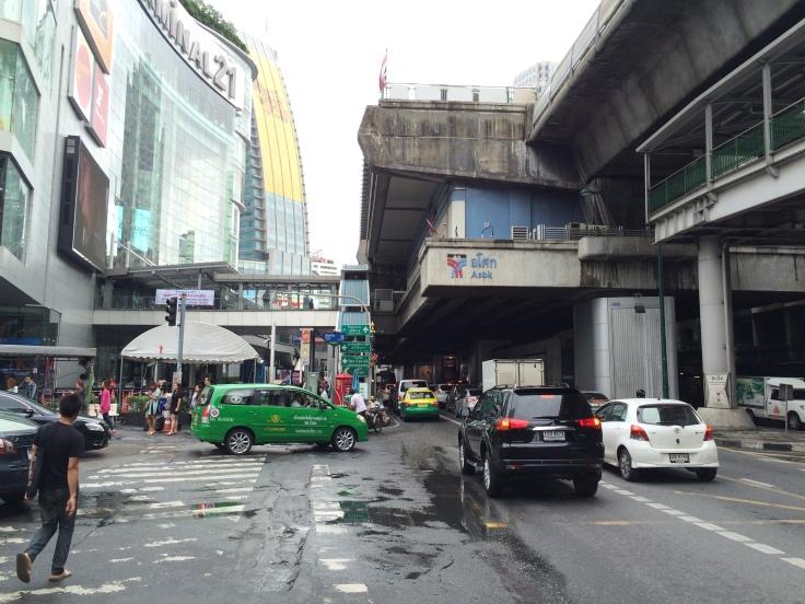 Bankok perto de uma estação de BTS.